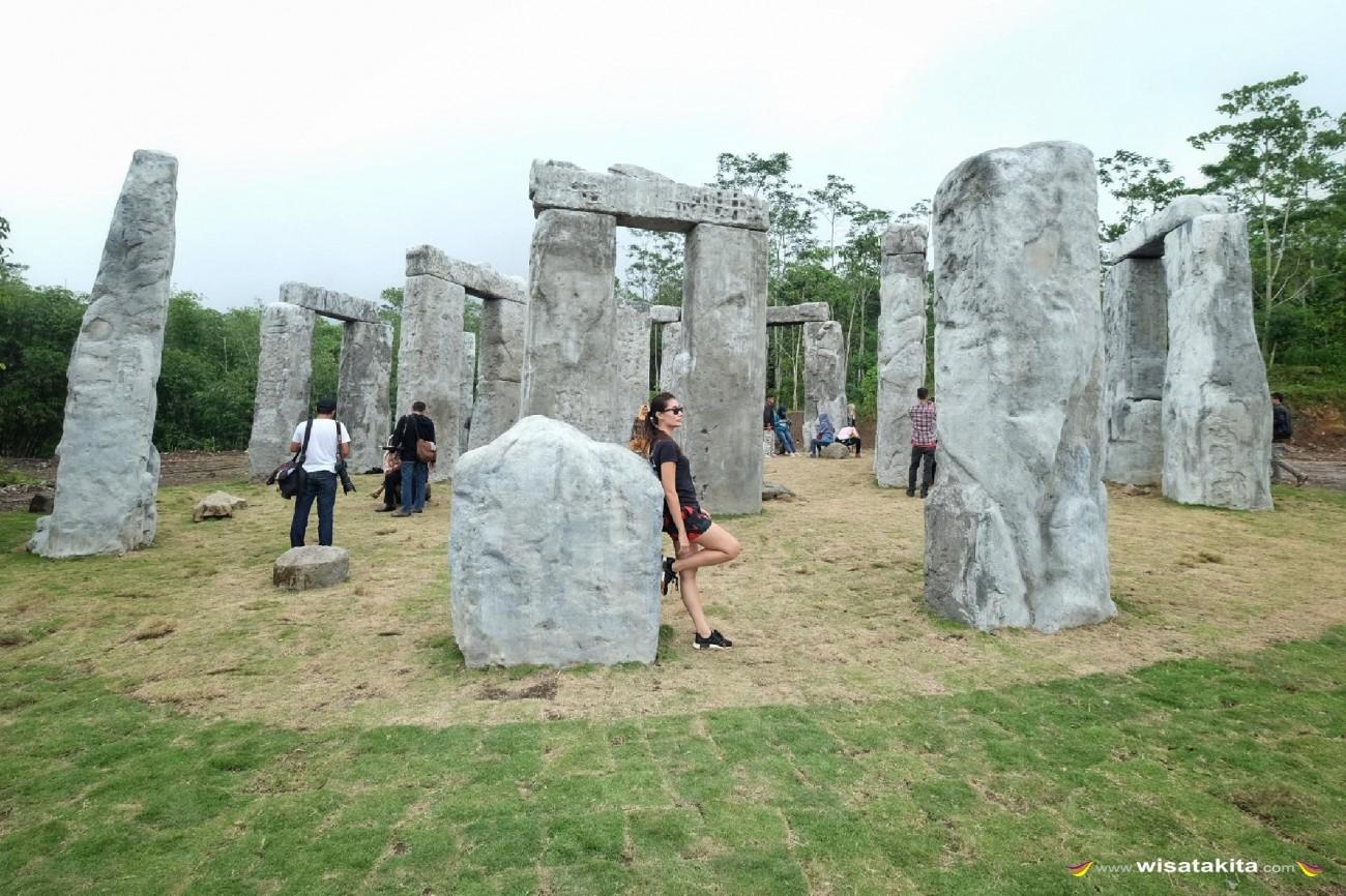 Stonehenge Gunung Merapi