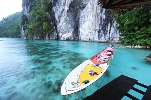 Tebing batu ora beach