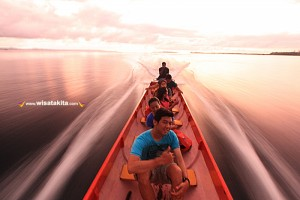 Long boat ora beach Maluku