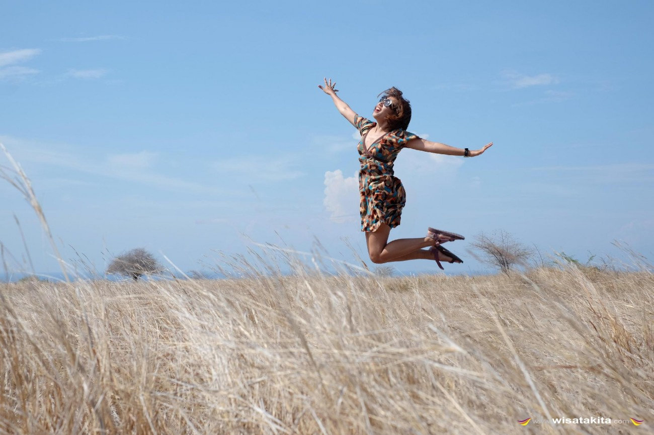 Melompat di padang rumput Purukambera Sumba