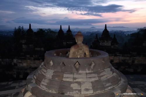 Sunrise Borobudur, Merapi dan Merbabu