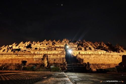 Borobudur di malam hari