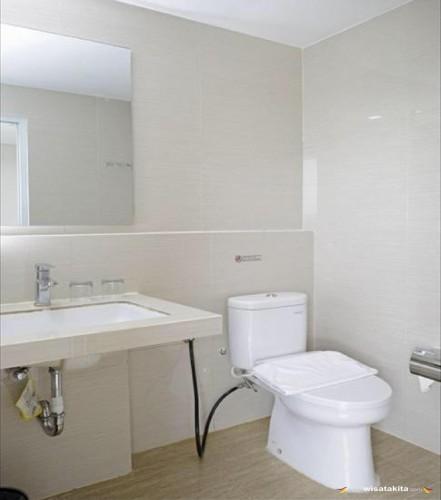 Hotel Dseason tipe Bisnis kamar mandi