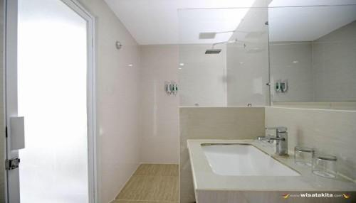Hotel Dseason tipe executif kamar mandi