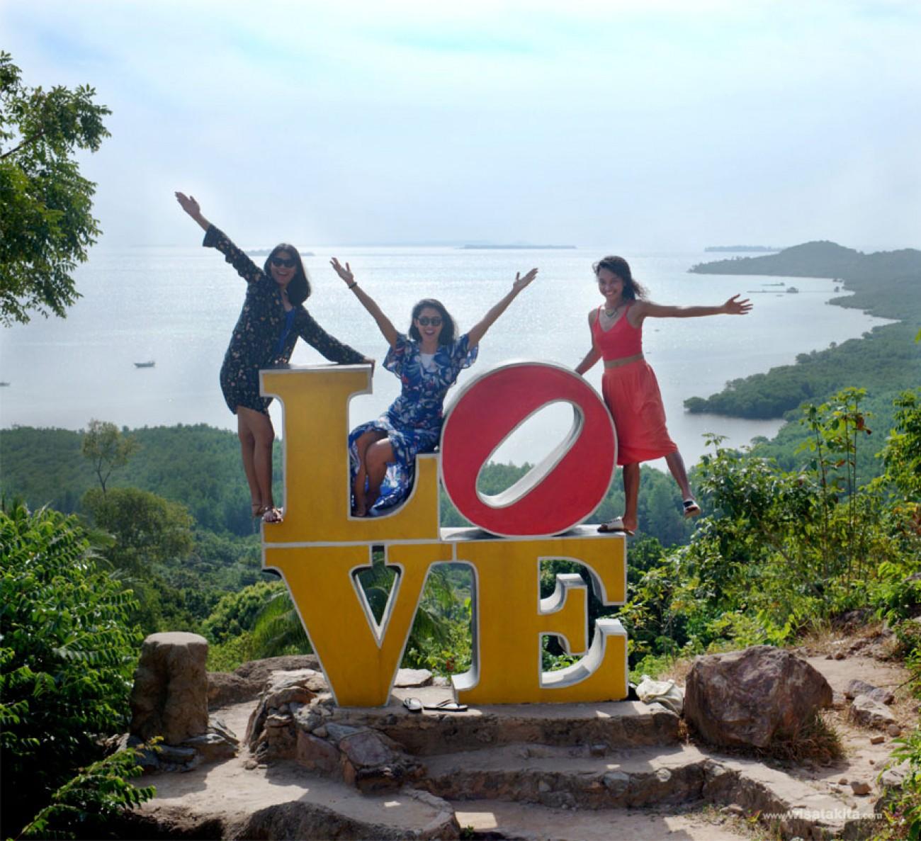 Salah satu destinasi favorite di Karimunjawa, Bukit Love