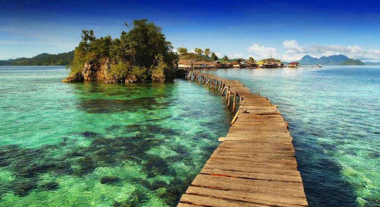 Hasil gambar untuk 4. Teluk Tomini di Sulawesi Tengah